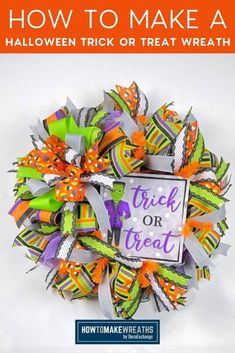 How to Make a Trick or Treat Wreath for Halloween - How to Make Wreaths - Wreath Making for Craftpreneurs Halloween Trick Or Treat, Halloween Signs, Halloween Themes, Halloween Decorations, Make Your Own Wreath, How To Make Wreaths, How To Make Bows, Wreath Making, Halloween Door Hangers