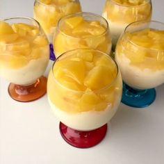 Günaydıın, tüm müslüman aleminin Kadir Gecesi mübarek olsun. Sayılı günlerin kaldığı Ramaza da iftar için yapabileceğiniz hafif bir tatlı paylaşmak istiyorum. Şeftalili Kup için; ✅Malzemeler: ✅1 litre süt ✅1 tane yumurta sarısı ✅2 yemek kaşığı un ✅2 yemek kaşığı nişasta ✅1 su bardağı toz şeker ✅1 paket vanilya ✅50 gr tereyağı ✅1 poşet krem şanti ✅Şeftali sosu: ✅3-4 tane şeftali ✅3 yemek kaşığı toz şeker ✅1 çay bardağı su ✅1 yemek kaşığı nişasta ✅Yarım paket kedi dili(istenirse) ✅Yapılışı…