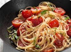 Μια εύκολη Μακαρονάδα με ντοματίνια και βασιλικό στο πι & φι! Spaghetti, Ethnic Recipes, Food, Gastronomia, Essen, Meals, Yemek, Noodle, Eten