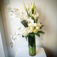 새학기 아침이라구 괜히 나도 설레여하고잇다ㅎㅎ  10분도 채 안되어 완성하신 울대표님 엄지척. 박수짝짝. 나두 꼭 대표님처럼 될거야! (새학기 다짐중ㅋㅋ) . . . .  #드테이블플라워 #detableflower #드테이블 #커리어코스 #전문가과정 #flowerclass #롱베이스 #longvase