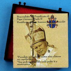 L'astuccio ed il foglietto illustrativo del bracciale del pontificato di Giovanni Paolo II.  http://www.ovunqueproteggimi.com/speciale-bracciali/