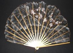 what a fan? Antique Fans, Vintage Fans, Pretty Hands, Beautiful Hands, Hand Held Fan, Hand Fans, Fan Decoration, Art Decor, Chinese Fans