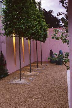 Urban Garden Design: Some Basic Elements Modern Landscaping, Outdoor Landscaping, Outdoor Gardens, Landscaping Ideas, Modern Gardens, Urban Garden Design, Privacy Trees, Garden Spaces, Garden Walls