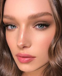 Pretty And Fresh Makup Looks For You To Start Your Year ; Makeup Looks; Fresh Makeup Looks; Natural Glow Makeup, Subtle Makeup, Simple Eye Makeup, Natural Makeup Looks, Natural Beauty, Fresh Wedding Makeup, Wedding Hair And Makeup, Bridal Makeup, Hair Makeup