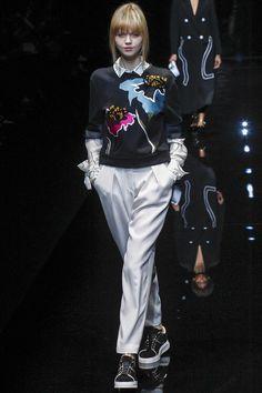 Emporio Armani Fall 2017 Ready-to-Wear Fashion Show Collection
