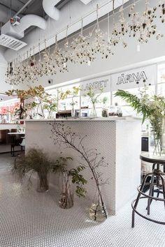 Landet Järna - A city shop for wild flowers Flower shop interior. Tile to the floor. Design Shop, Flower Shop Design, Cafe Design, Store Design, House Design, Cafe Interior, Interior And Exterior, Interior Design, Design Interiors