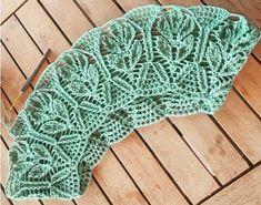 How to Crochet a Farmhouse Granny - Design Peak Slip Stitch Crochet, Crochet Daisy, Crochet Bows, Crochet Leaves, Crochet Slippers, Easy Crochet, Tutorial Crochet, Crochet Mandala Pattern, Crochet Squares