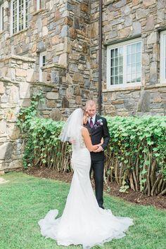 groom I bride I first look I castle I ivy I bride and groom