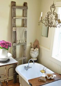 The Basics of Shabby Chic Style – Shabby Chic News Shabby Chic Bedrooms, Chic Home Decor, Shabby Chic Bathroom Decor, Farmhouse Bathroom Decor, Bathroom Design Decor, Chic Bathrooms, Shabby Chic Bathroom, Shabby Chic Room, Shabby Chic Furniture