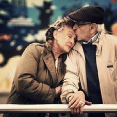 old couples just make my day. I love old people. Old Love, This Is Love, Love You, Old People Love, Young People, Happy People, I Smile, Make Me Smile, Vieux Couples