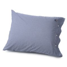 Lexington The finest poplin cotton Seaside Check Pillowcase is available in yarn dyed check design. It has a classic Lexington closure with rubber buttons. Size: 65 x 65 cm, Colour: Navy Navy Blue Bedding, Navy Blue Pillows, White Pillows, Bed Pillows, Quilt Bedding, Linen Bedding, Bedding Sets, Bed Linens, Duvet