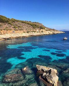 L'acqua turchese di Cala Fredda: Isola di Levanzo.  #sicilia #sicily #siciliabedda #igersicilia #lovesicily #instasicily #sicilysummer #sicily_mood #clearwater #sicilytour #sicily_tricolors #landscapelovers #kings_sicilia #top_sicilia_photo #loves_sicilia #bluewater #sicilia_super_pics #bestsiciliapics  #trapani #volgotrapani #islandlife #italy #whatitalyis  #levanzo #isoleegadi #islandbeach #egadi #italiadascoprire #beautifulbeach #italianlandscape