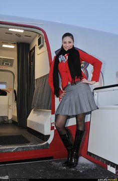 World stewardess Crews: Airlines 400 (Red Wings) – Flight 60s And 70s Fashion, Vintage Fashion, Steampunk Fashion, Gothic Fashion, Flight Girls, Airline Uniforms, Flight Attendant Life, Black Stockings, In Pantyhose