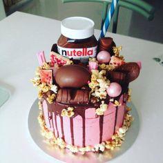 Pretty Photo of Nutella Birthday Cake . Nutella Birthday Cake, Diy Birthday Cake, Birthday Cake Pictures, Nutella Cake, Beautiful Birthday Cakes, Chocolate Hazelnut Cake, Dark Chocolate Cakes, Easy Cake Decorating, Birthday Cake Decorating