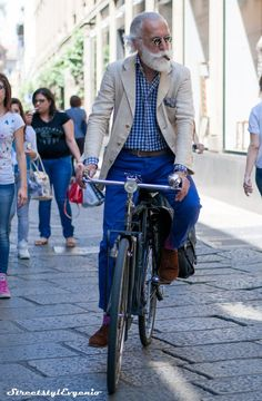Camel blazer with check shirt and skinny jeans. Older Mens Fashion, Mature Fashion, Bike Style, Style Me, Classic Style, Bh Shopping, Preppy Men, Cycle Chic, Gingham Shirt