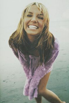 very young Britney Spears. she still is my idol Perfect People, Pretty People, Beautiful People, Beautiful Smile, Beautiful Women, Britney Jean, Girly, Looks Cool, Famous Faces