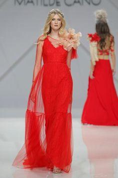 Vestidos de fiesta Matilde Cano 2017: glamour y alegría para las mejores… Style Couture, Couture Fashion, Glamour, Wedding Guest Looks, Bold And The Beautiful, Bridesmaid Dresses, Wedding Dresses, Matilda, Ideias Fashion