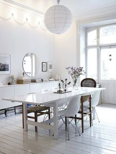 white dining room nice deco lights on the wall White Wooden Floor, Wood Floor, Home Interior, Interior Design, Interior Stylist, Modern Interior, Sweet Home, Dining Room Inspiration, Diy Décoration