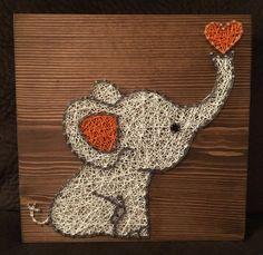 Cet adorable éléphant serait une petite touche de douceur à votre la chambre de bébé ou chambre denfant ! Ou lajouter à votre collection déléphant !  S'il vous plaît spécifier rose ou bleu dans les notes!  La taille est de 11 par 11. Vous choisissez la lasure (gris, brun foncé, brun clair ou blanc) et la chaîne des couleurs (éléphant sera blanc sauf si vous notez sinon). Un cintre en dents de scie est ajouté à chaque planche.  Excédents dexpédition est remboursé.  Merci de vérifier mon…