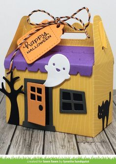 Adorable treat box made with the Lawn Fawn Scalloped Treat Box Haunted House Add-On and Shut the Front Door dies Dulceros Halloween, Moldes Halloween, Halloween Food Crafts, Halloween Treat Boxes, Halloween Cards, Holidays Halloween, Halloween Treats, Halloween Decorations, Lawn Fawn Stamps