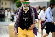 From old men in eclectic ensembles to pretty young things in minimalist separates, here are the best street style looks from the final day of Pitti Uomo. Fashion 2017, Star Fashion, Mens Fashion, Best Dressed Man, Wearing All Black, Pitta, Colourful Outfits, Colorful, Cool Street Fashion
