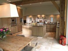 Vloer Home Decor Kitchen, Beautiful Kitchens, Kitchen Decor, Modern Kitchen, House Interior, Home Deco, Home Kitchens, Minimalist Kitchen, Kitchen Design