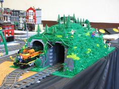 legotrein forum // legotrain forum :: Onderwerp bekijken - LEGO Train Tunnels Lego Mountain, Lego Table Ikea, Lego Minifigure Display, Train Tunnel, Box Container, City Layout, Lego Boards, Pokemon, Lego Trains