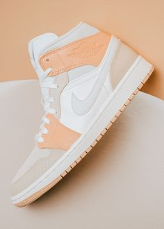 Jordan Shoes Girls, Girls Shoes, Cute Sneakers, Shoes Sneakers, Sneakers Fashion, Fashion Shoes, Nike Shoes Air Force, Aesthetic Shoes, Hype Shoes