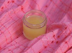 Kokosový olej a bambucké máslo jsou jedny z nejlepších kosmetických surovin, na které narazíme. Jsou výborným pěstícím prostředkem pro zdravou pleť i hojivým balzámem pro kůži, kterou něco trápí. A hodí se bezvadně na jakoukoliv část našeho těla. Takže musely být bezpodmínečně základem tohoto výrobku. Představu jsem měla totiž jasnou – dokonale univerzální mazadlo na...