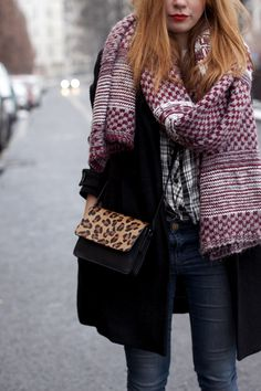 Desi is wearing red lips, leopard bag and patterned knit scarf from Zara - teetharejade.com