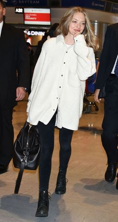 Amanda Seyfried Shows Why You Should Always Travel in This Article of Clothing via Brit + Co. Amanda Seyfried Hair, Stylish Outfits, Fashion Outfits, Travel Outfits, Airplane Outfits, Best Cardigans, Celebrity Outfits, New Wardrobe, Everyday Fashion