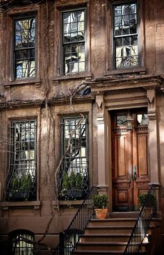 """Brownstone home, with great windows and door way style. New York City. I am not a """"city"""" girl, but if I were, this would make city living fabulous : ) Brownstone Homes, Brooklyn Brownstone, Townhouse, Brooklyn Nyc, Architecture Design, Beautiful Homes, Beautiful Places, Beautiful Stories, Beautiful Life"""