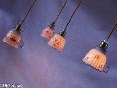 Leuk voor moederdag! Set van 4 lampjes van verschillende vintage porseleinen theekopjes met rozen door upservies op Etsy