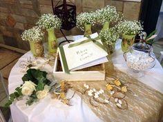 Διακόσμηση γάμου με θέμα την ελιά σε λαδί χρωματα -Μπουκάλια και βάζα ζωγραφισμέναμε τεχνική ντεκουπαζ