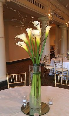maybe without the curly willow Hurricane Centerpiece, Flower Centerpieces, Wedding Centerpieces, Wedding Decorations, Calla Lillies, Calla Lily, Ikebana, Curly Willow, Modern Flower Arrangements