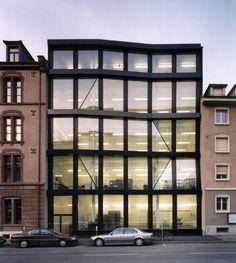 Morger Partner Architekten gevel plooi geplooid glas structuur ritmiek zwart verhoudingen