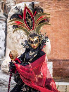 Venice Carnival Costumes, Venetian Carnival Masks, Image Newsletter, Costume Venitien, Costume Carnaval, Venice Mask, Hidden Face, Masquerade Ball, Mardi Gras
