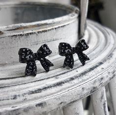 Black Bow Earrings studs - Strik oorbellen zwart - koop online op shoplikesuze.nl