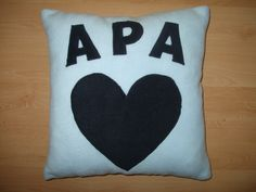 Névre szóló párna / Personalised pillow Personalized Pillows, Cute Gifts, Clever, Throw Pillows, Crafts, Beautiful Gifts, Toss Pillows, Manualidades, Cushions