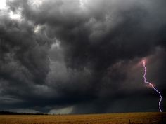 lightning storms | Lightning Storm Photo, Weather Wallpaper – National Geographic Photo ...