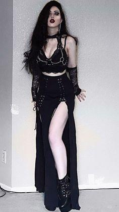 Hot Goth Girls, Gothic Girls, Goth Beauty, Dark Beauty, Dark Fashion, Gothic Fashion, Guitar Hero, Curvy Celebrities, Vampire Fashion