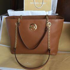 b2907aa2a1415f Michael Kors Tote Bag Authentic Michael Kors LG Chain Tote Leather ❤ Michael  Kors Bags