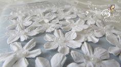 20+Blüten+aus+Maulbeerpapier+ca.2cm,+weiß+von+Zeit+für+Kreatives+auf+DaWanda.com