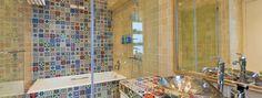 Пестрый кафель в ванной