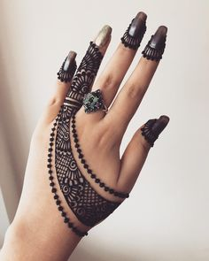 2 or 😍😍😍😍😍 Henna Artis Arabian Mehndi Design, Indian Mehndi Designs, Mehndi Designs For Girls, Stylish Mehndi Designs, Bridal Henna Designs, Mehndi Designs For Fingers, Beautiful Henna Designs, Latest Mehndi Designs, Hena Designs