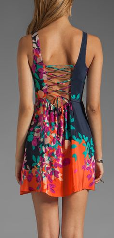Love the colors and the print. Just wish it was a tad longer.