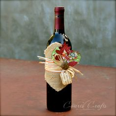 Julie Forrest Forrest Johnson I wanna do this with the bottles from my birthday. - Julie Forrest Forrest Johnson I wanna do this with the bottles from my birthday. Fall Wine Bottles, Wrapped Wine Bottles, Wine Bottle Tags, Painted Wine Bottles, Wine Bottle Crafts, Bottle Bottle, Pinterest Christmas Crafts, Wine Craft, Thanksgiving Gifts