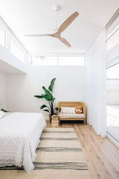 Minimalist Home Interior Decoration Bedroom, Decoration Design, Home Decor Bedroom, Modern Bedroom, Bedroom Bed, Bedroom Furniture, Bedroom Vintage, Decor Room, Bedroom Themes