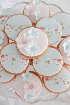 70 ideas for shabby chic birthday party ideas sugar cookies Cookies Shabby Chic, Cumpleaños Shabby Chic, Fancy Cookies, Iced Cookies, Cute Cookies, Cookies Et Biscuits, Cupcake Cookies, Sugar Cookies, Party Cupcakes