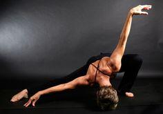 yoga with dance arms :) Yoga Inspiration, Fitness Inspiration, Swing Yoga, Yoga Pictures, Yoga Dance, Yoga Moves, Asana, Yoga Meditation, How To Do Yoga